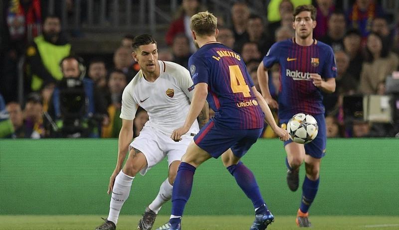 Barcelona foi superior à Roma (de branco) em confronto pela liga dos Campeões (Foto: AS Roma/divulgação)