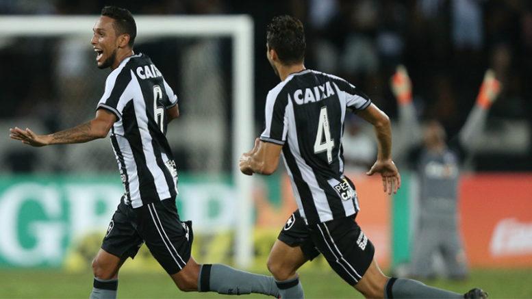 Gilson marcou golaço na vitória do Botafogo sobre o Grêmio, neste sábado (Foto: Ag. Botafogo)