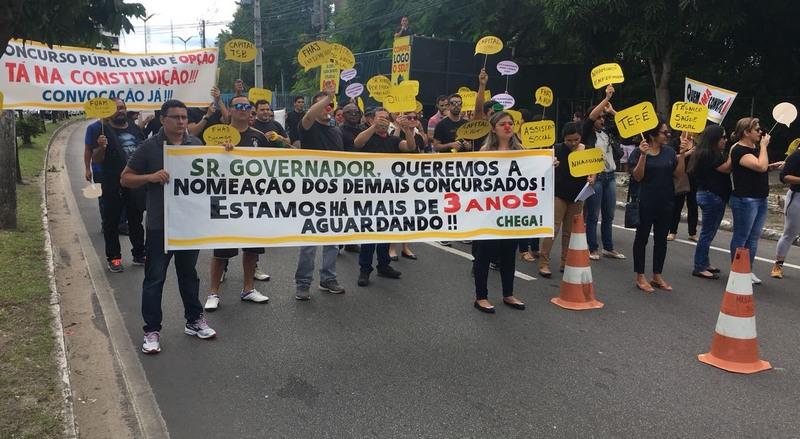 Grupo de concursados da Susam protesta para exigir convocação