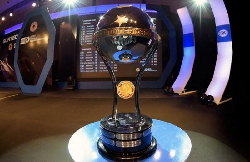 Taça da Copa Sul-Americana: competição começa com hegemonia de conquistas por times argentinos (Foto: Conmebol/Divulgação)