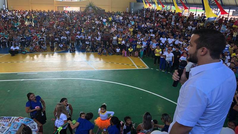 Prefeitura de Coari inaugura escola e entrega 16 mil kits escolares