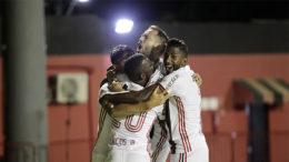 Jogadores do Flamengo festejam gol, mas time empatou com o Vitória em Salvador (Foto: Staff Imagens/Flamengo)
