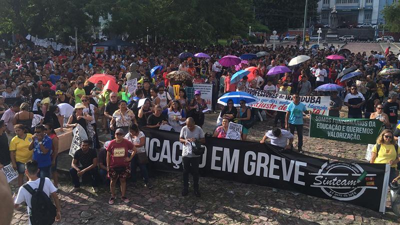 Em assembleia na tarde desta segunda-feira, 2, professores filiados ao Sinteam mantiveram greve na rede estadual de ensino (Foto: ATUAL)