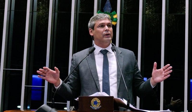 TJRJ mantém bloqueados os bens do senador Lindbergh Farias