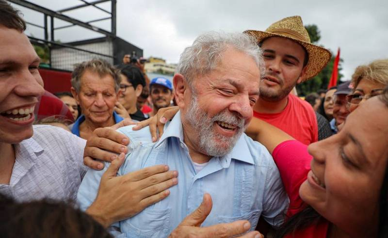 Ministro do STJ nega pedido de Lula para suspender prisão