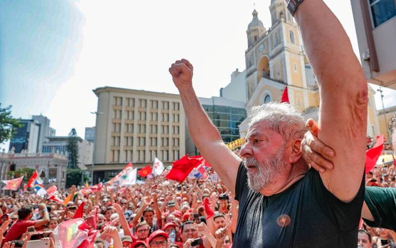 Lula rejeita ideia de indulto alegando inocência, diz Gleisi