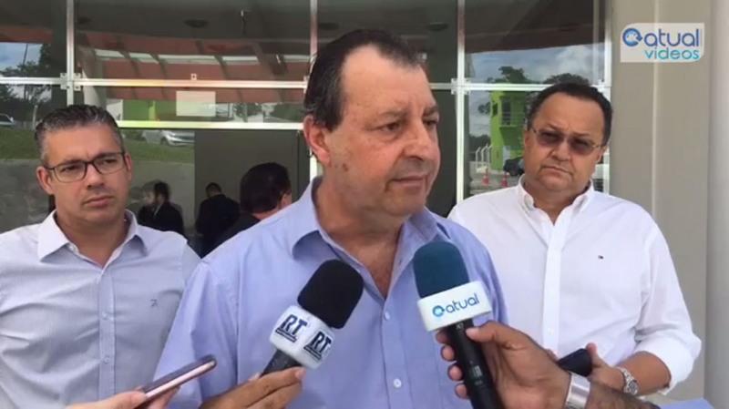 Omar Aziz teve a companhia dos deputados Josué Neto e Silas Câmara em evento com o ministro da Educação em Manaus (Foto: ATUAL)
