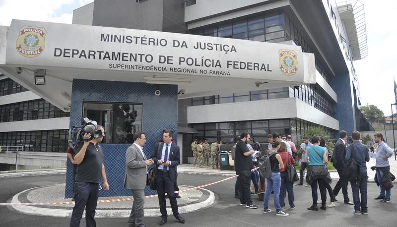 Petistas organizam Réveillon 'com lula' ao lado da sede da PF em Curitiba