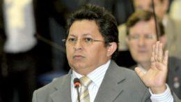 Deputado Sinésio Campos se excedeu na indignação e teve declaração retirada do registro taquigráfico na ALE (Foto: Danilo Mello/ALE-AM)