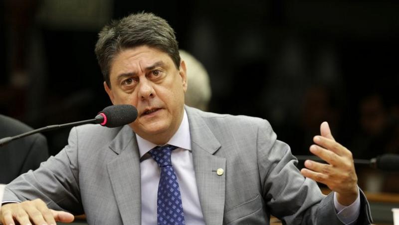Deputado do PT defende fechamento do Supremo e ataca Luís Barroso