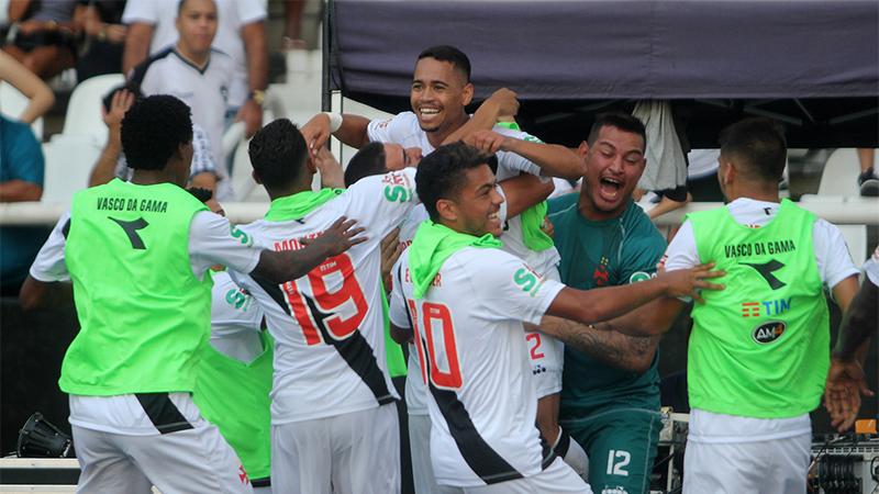 Yago Pikachu marcou dois gols no triunfo vascaíno sobre o Botafogo, neste domingo (Foto: Paulo Fernandes/Vasco)