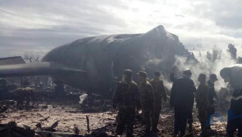 Queda de avião militar mata 257, no pior desastre aéreo da Argélia
