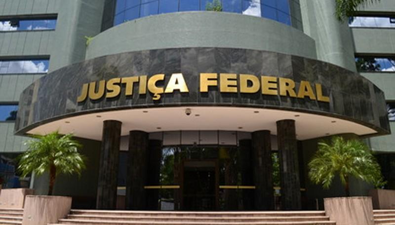 Filho de ex-presidente Lula pede dispensa de audiência a Moro