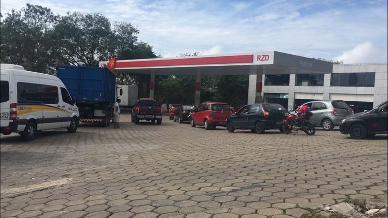 Corrida aos postos foi intensa na manhã desta sexta-feira em Manaus para encher o tanque (Foto: ATUAL)