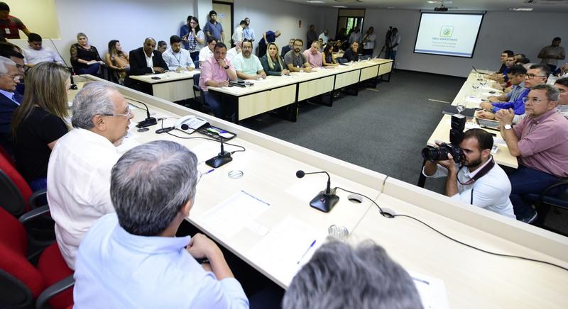 Amazonino Mendes lançou projeto de serviços integrados em reunião com secretários, nesta segunda (Foto: Valdo leão Secom)