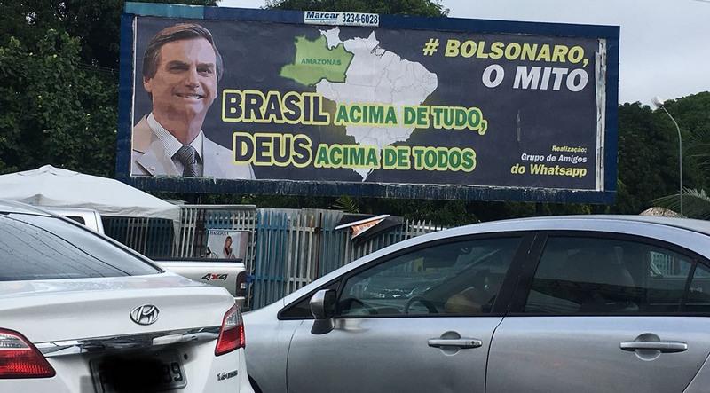 Outdoors expõem mensagens políticas de Jair Bolsonaro em Manaus