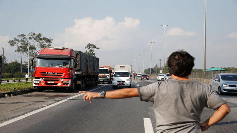Isenção total de impostos sobre os comustíveis deixará rombo bilionário da receita federal (Foto: Tânia Rêgo/ABr)