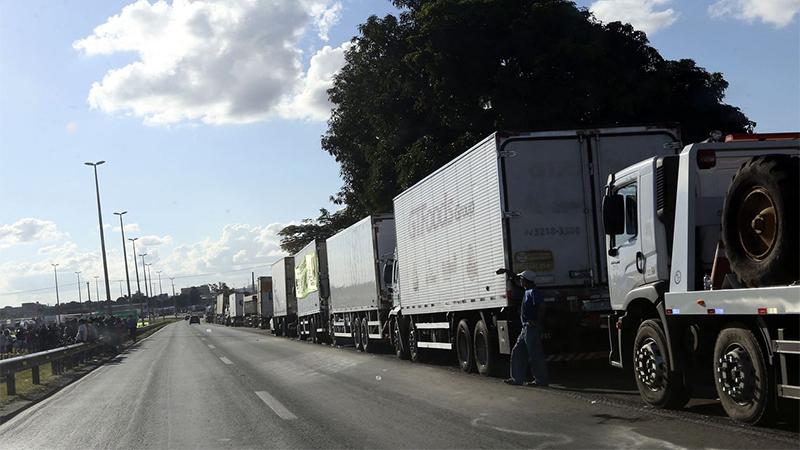 Greve dos caminhoneiros tende a iniir investimentos e dificultar melhoria da economia, afirma especialista (Foto: Valter Campanato/ABr)