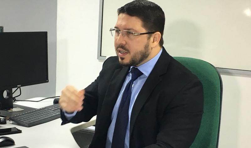 Defensor Carlos Almeida Filho diz que empresas forjavam contratos para extorquir clientes (Foto: ATUAL)