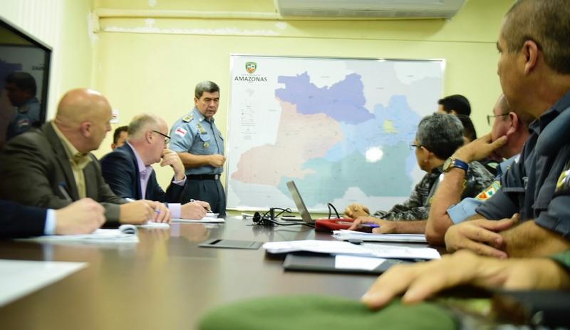 Comandante da PM, coronel David Brandão explicou estrutura da Polícia Militar aos executivos da Giuliani (Foto: Valdo Leão/Secom)