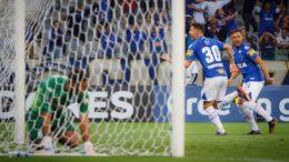 Thiago Neves comemora gol na vitória do Cruzeiro sobre o Racing (Foto: Vinnicius Silva/Cruzeiro E.C)