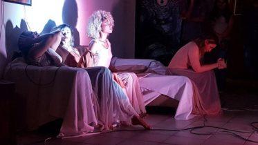 'Moção e Emoção... Move?' reúne três bailarinas em cena e apresentação gratuita (Foto: Manauscult/Divulgação)