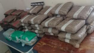 Policiais encontram malas com 74 quilos de drogas em embarcação em Tonantins