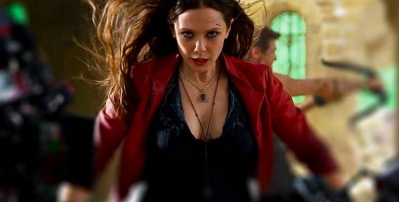 Feiticeira Escarlate quer uniforme sem decote em 'Os Vingadores'