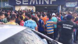 Milhares de trabalhadores compareceram a sede da Seminf em busca de inscrição em processo seletivo (Foto: ATUAL)