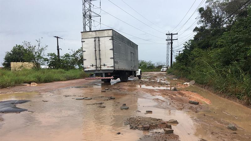 Estrada do Marapatá foi desocupada pelos caminhoneiros na noite dessa sexta-feira (Foto: ATUAL)