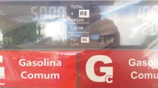 Procon autua posto em Manaus por abuso no preço do litro da gasolina