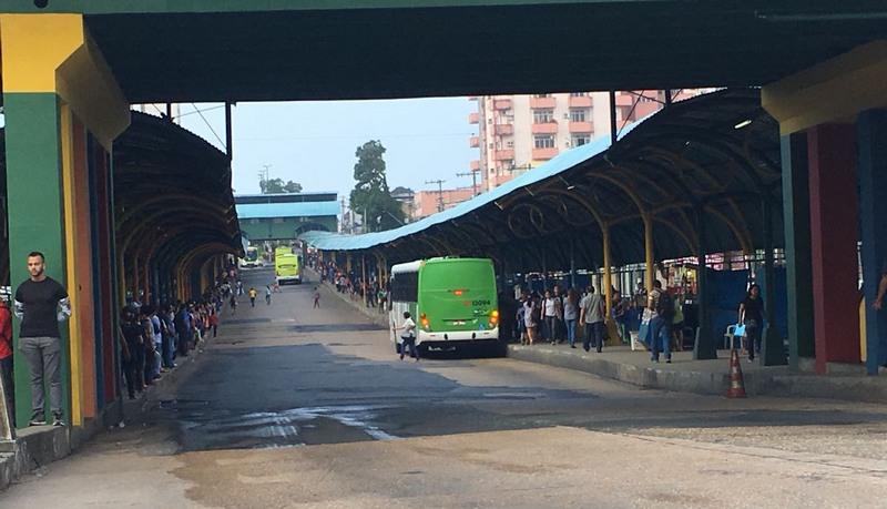 Terminal de integração da Avenida Constantino Nery ficou sem ônibus no início da manhã desta terça-feira (Foto: ATUAL)