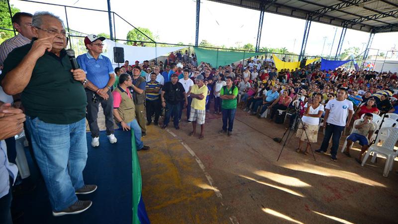 Em Autazes, Amazonino diz que 'engoliu muita poeira' e anuncia revitalização das ruas