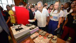 Governador Amazonino Mendes rebateu críticas de programa eleitoral para o Renda Certa (Foto: Clóvis Miranda/Secom)