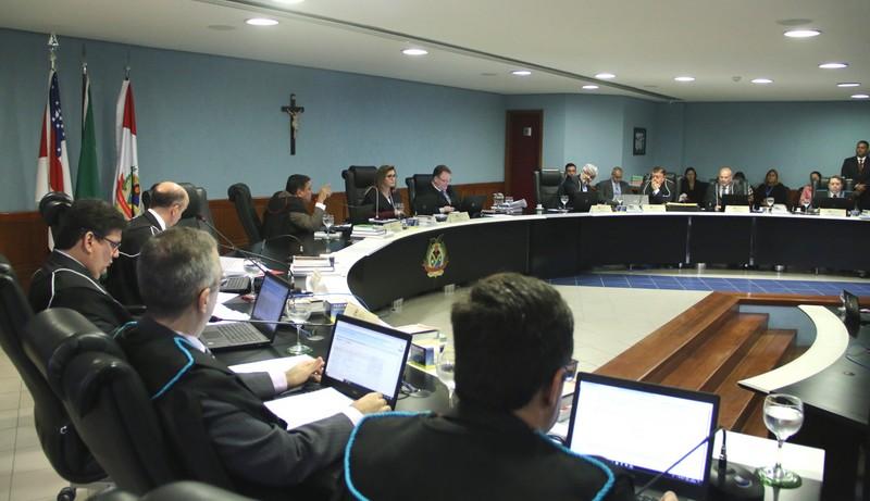 TCE rejeita proposta de relator e mantém contrato da Seduc-AM e DMP/Via Direta