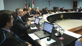 Ex-prefeito de Parintins é condenado pelo TCE a devolver R$ 5 milhões
