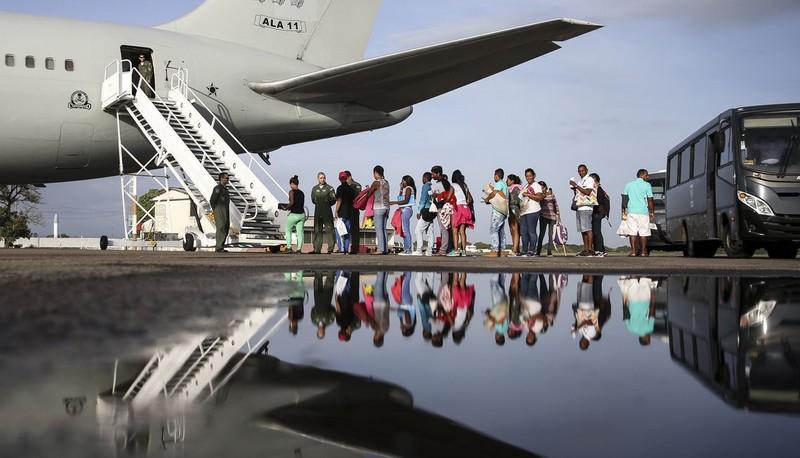Imigrantes venezuelanos são transferidos para o Rio, Paraíba e Pernambuco