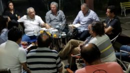 Amazonino Mendes recebeu comitiva de Itacoatiara para discutir recuperação da AM-010 (Foto: Divulgação)