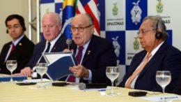 Amazonino Mendes com Rudolph Giuliani em entrevista coletiva nessa quarta-feira, em Manaus (Foto: Clóvis Miranda/Secom)