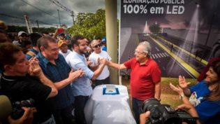 Amazonino e Adail Filho prometem asfaltar 100% das ruas de Coari
