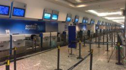 Aeroporto de Buenos Aires sem atendimento nos guichês da Aerolineas Argentinas (Foto: CTA de los Trabajadores/Divulgação)