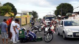 Passageiros pularam do veículo em movimento e ficaram feridos ao caírem no chão (Foto: Divulgação)