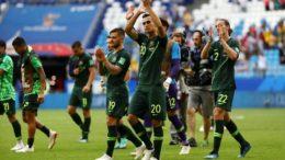 Jogadores da Austrália agradeceram apoio da torcida após empate com a Dinamarca, nesta quinta (Foto: Fifa/Divulgação)