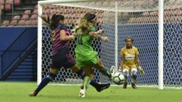 Iranduba (de verde) goleou em casa e manteve vice-liderança no Grupo 01 do Brasileirão Feminino (Foto: Mauro Neto/Sejel)