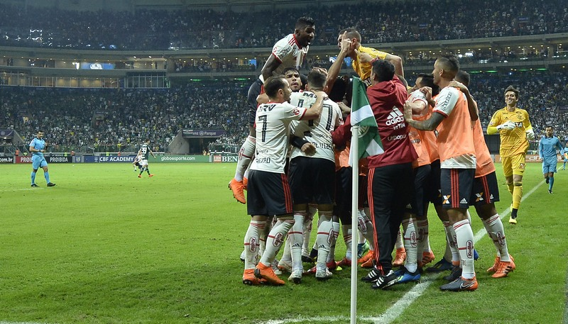 Jogadores do Flamengo festejaram gol de empate com o Palmeiras em jogo tumultuado (Foto: Staff Images/Flamengo)