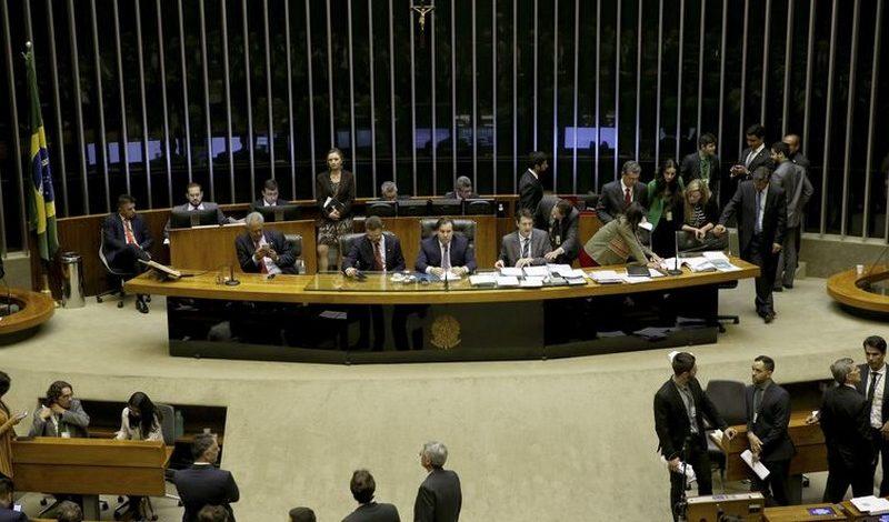 Câmara dos Deputados aprova o texto-base que cria um novo marco regulatório para o transporte rodoviário de cargas no País (Foto: Wilson Dias/Agência Brasil)
