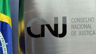CNJ proíbe manifestações políticas de juízes nas redes sociais