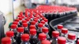 Fabricantes de refrigerantes pressionar o governo a rever corte no subsídio para concentrados produzidos em Manaus (Foto: Idec/Divulgação)