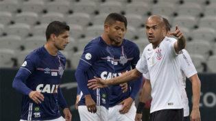 Corinthians e Santos empatam e ficam longe dos líderes do Brasileirão