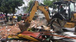 Barracas foram derrubadas com uso de trator e removidas de área pública na zona norte de Manaus (Foto: Patrick Motta/ATUAL)
